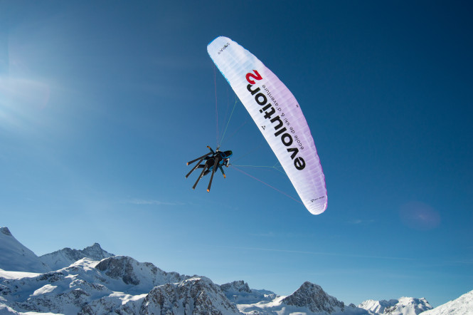 vol-découverte-montagne-parapente-sommet-activité-tourisme-evolution2