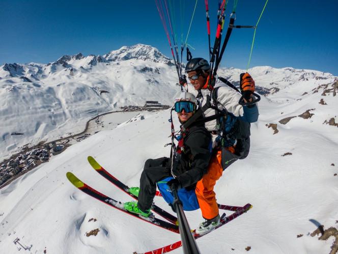 vol-parapente-skis-montagne-aventure-activité-tourisme-evolution2
