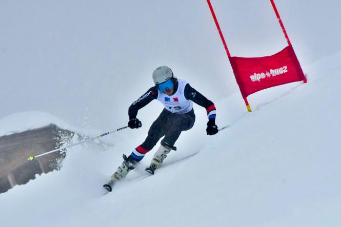 skier-competition-slalom